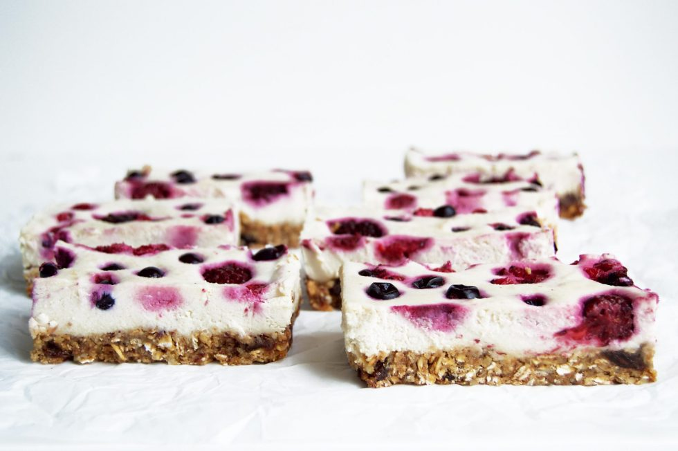 Vegan Granola Berry Cheesecake Breakfasts Bars