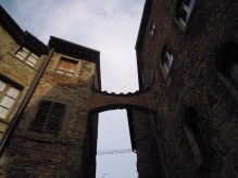 flying buttress..between two houses!
