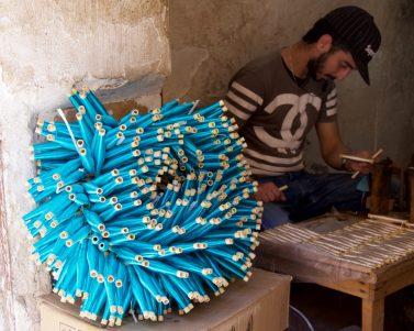 man-spinning-thread-fes-morocco-copyright-2016-ralph-velasco