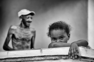 old-man-with-little-girl-in-focus-in-black-and-white-trinidad-cuba-copyright-2014-ralph-velasco