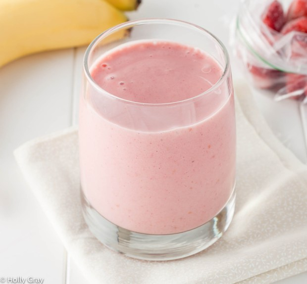 Classic Strawberry Banana Smoothie | thiswifecooks.com