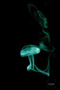 Photo de fumée en forme de méduse