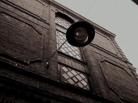 Ceci est une photo prise un jour de grisaille dans le vieux Lille.