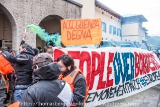 Etwa 300 Menschen versammelten sich heute am Brenner