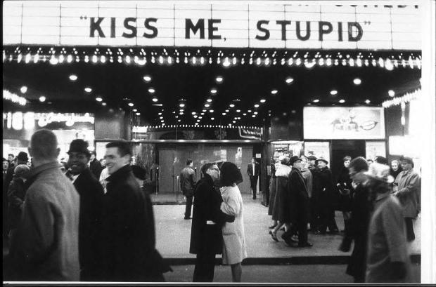 Kiss me, stupid – J. Meyerowitz