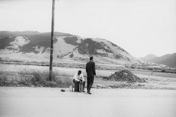 https://oscarenfotos.files.wordpress.com/2014/12/garry_winogrand_garry-winogrand-wyoming-1964-c2a9-estate-of-garry-winogrand-and-courtesy-fraenkel-gallery-san-francisco_road_camino_2.jpg
