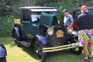 2019-Aug-11-Antique&ClassicCarShow-Whitchurch-Stouffville-Museum-ThornhillCruisersCarClub-54