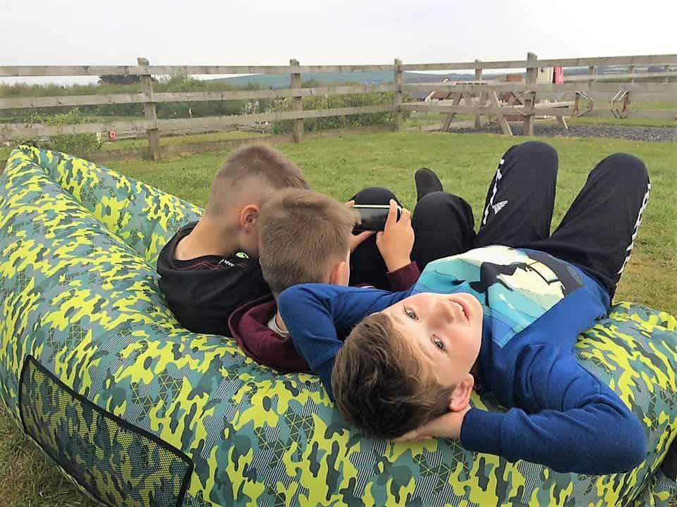 Tweens - Boys chilling