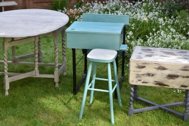 upcycling-revamp-furniture-vintage-antique-customize-annie-sloan-paint-chalk-sand-down-varnish-wood-drawer-liner