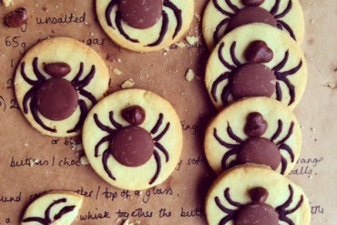 baking-bright-recipe-magazine-those-london-chicks-vegan-dairy-free-gluten-free-halloween-cookies-biscuits