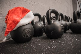 kettlebells-santa-hat-christmas-xmas-fitness-staying-in-shape-at-christmas-healthy-exercise-workout