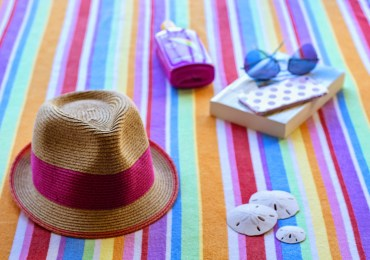 summer-holiday-reading-hat-sunglasses-bethan-palmer-books-thoselondonchicks