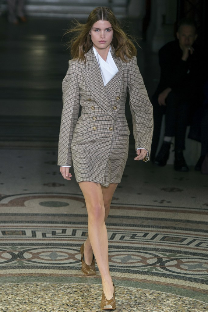 how-to-bring-femininity-to-your-business-attire-thoselondonchicks