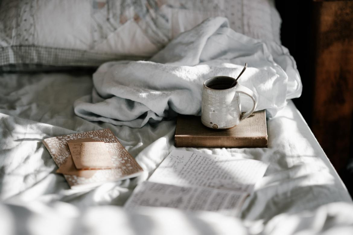 unsplash-image-coffee-bed