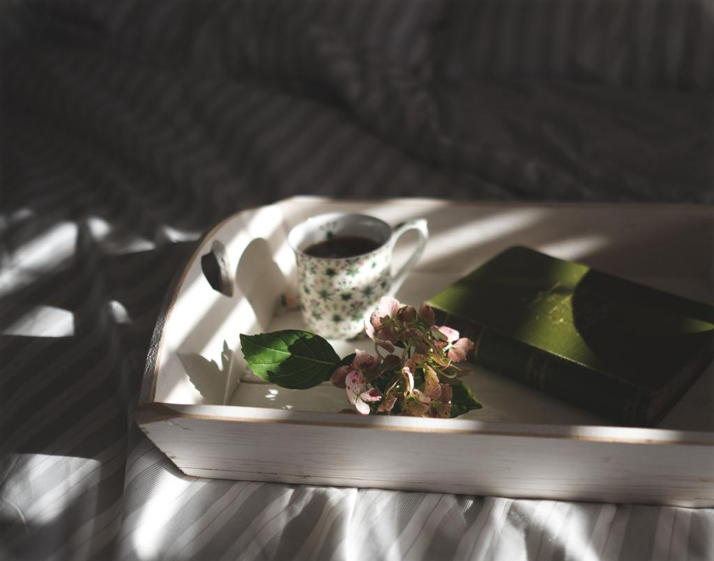 image-from-unsplash-tea-in-bed