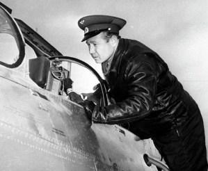 alexei-leonov-cockpit-MIG-21