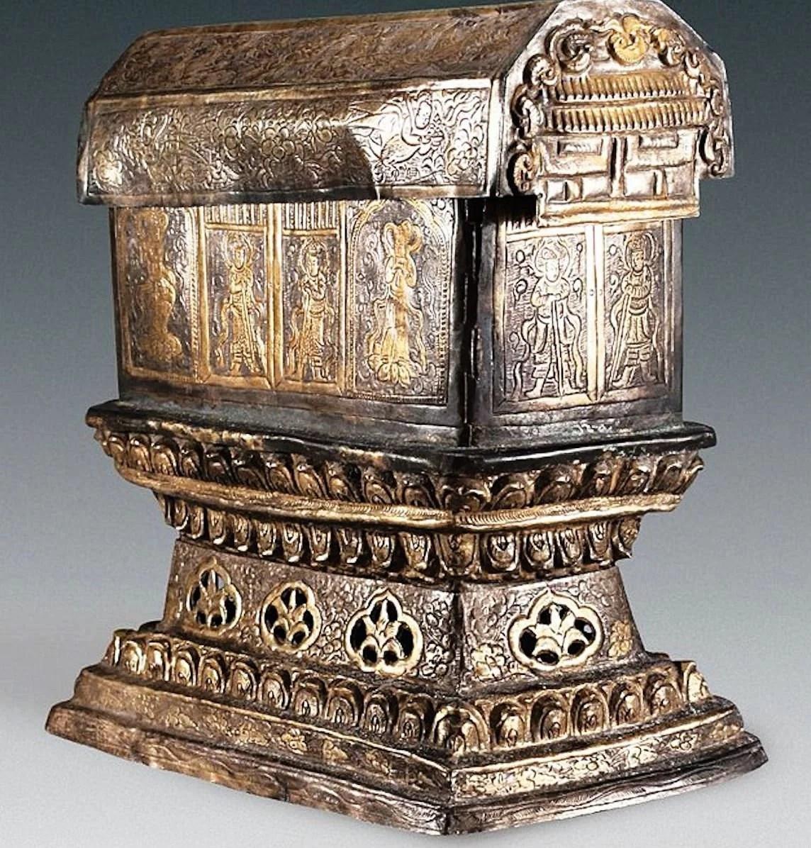 buda-caixão-prata-relíquias