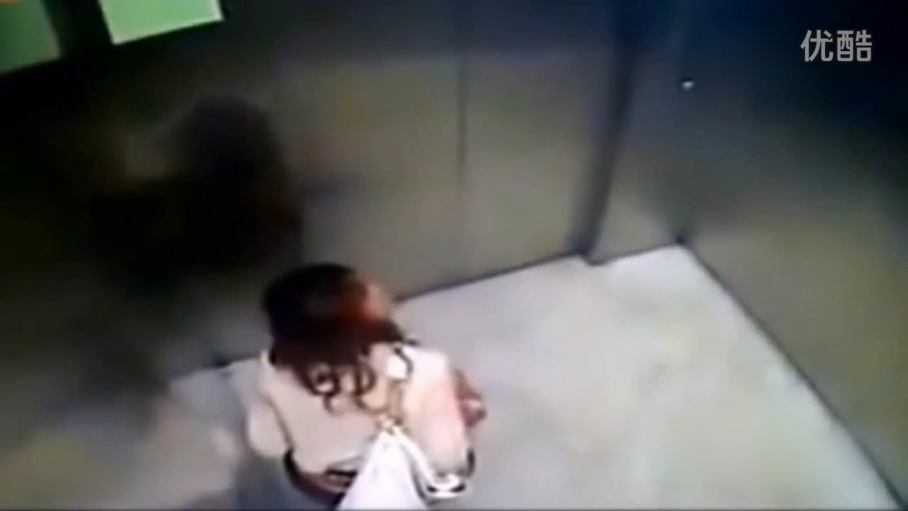 shocking moment fashionista loses control of her bowels and does a giant poo in a lift