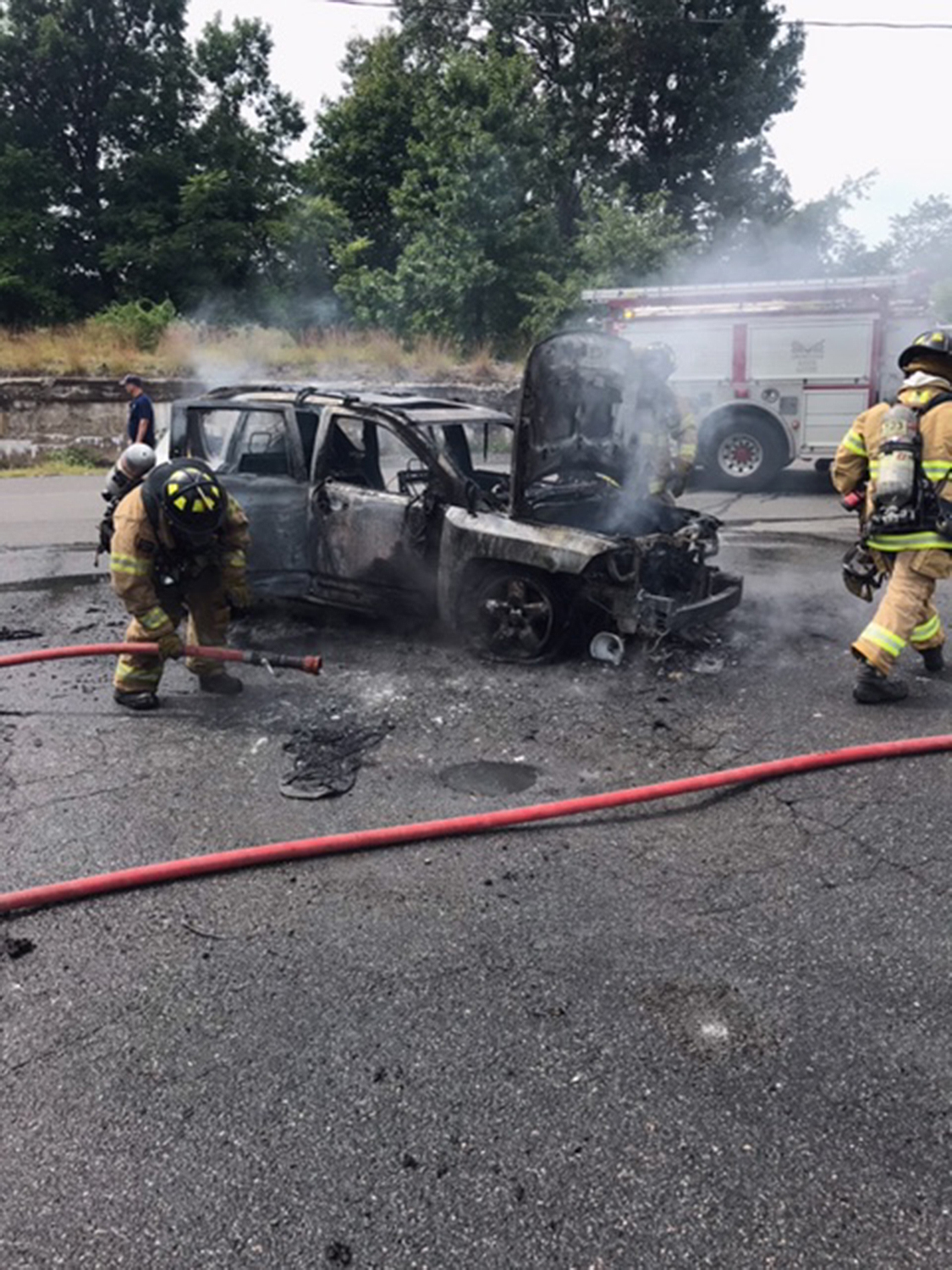 heroic teen saves a mom and three children by pulling them out of burning car