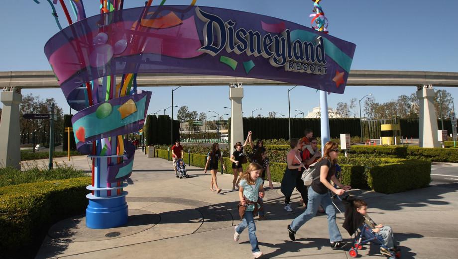 disney, universal studios and other major theme parks close amid coronavirus pandemic