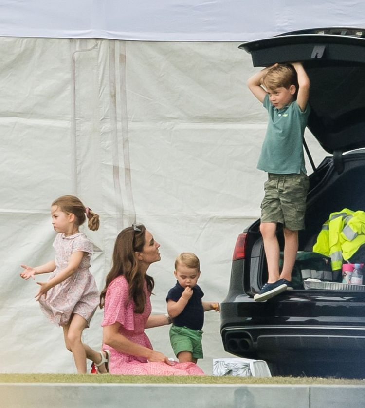 Fans Think Photo Proves Prince William And Kate Have Broken Up