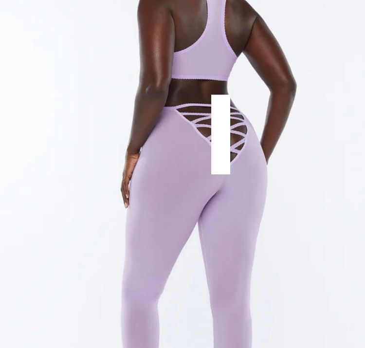 """The Internet Is Totally Divided About These """"butt-less"""" Leggings"""