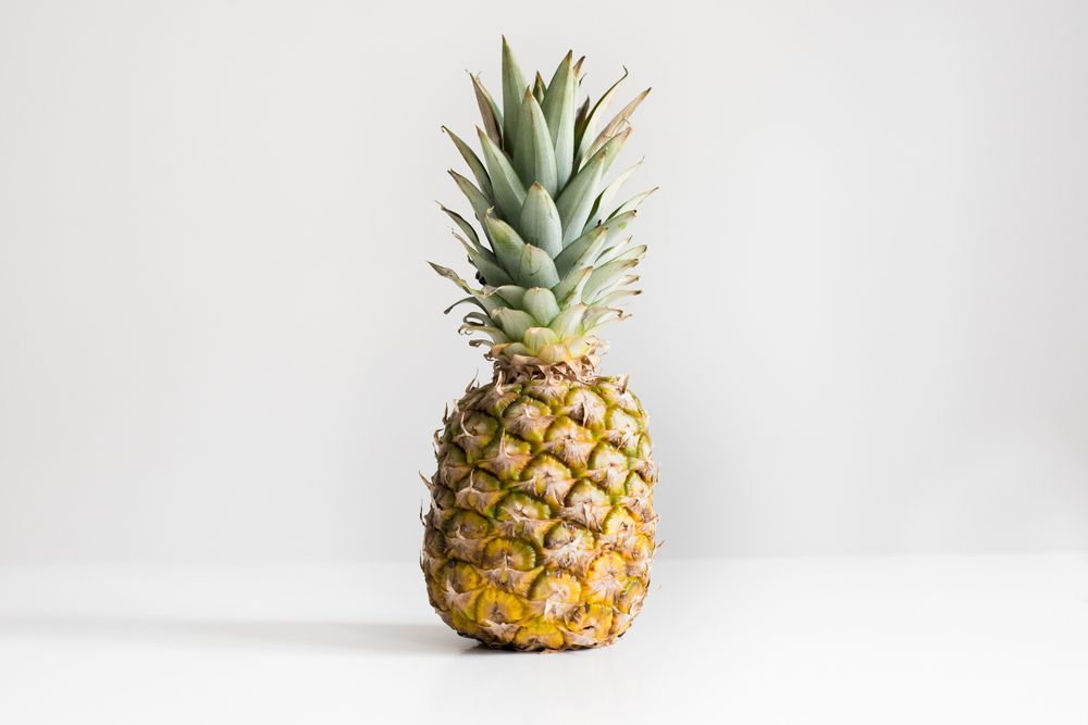 people online claim there's no need to use a knife to prepare a pineapple