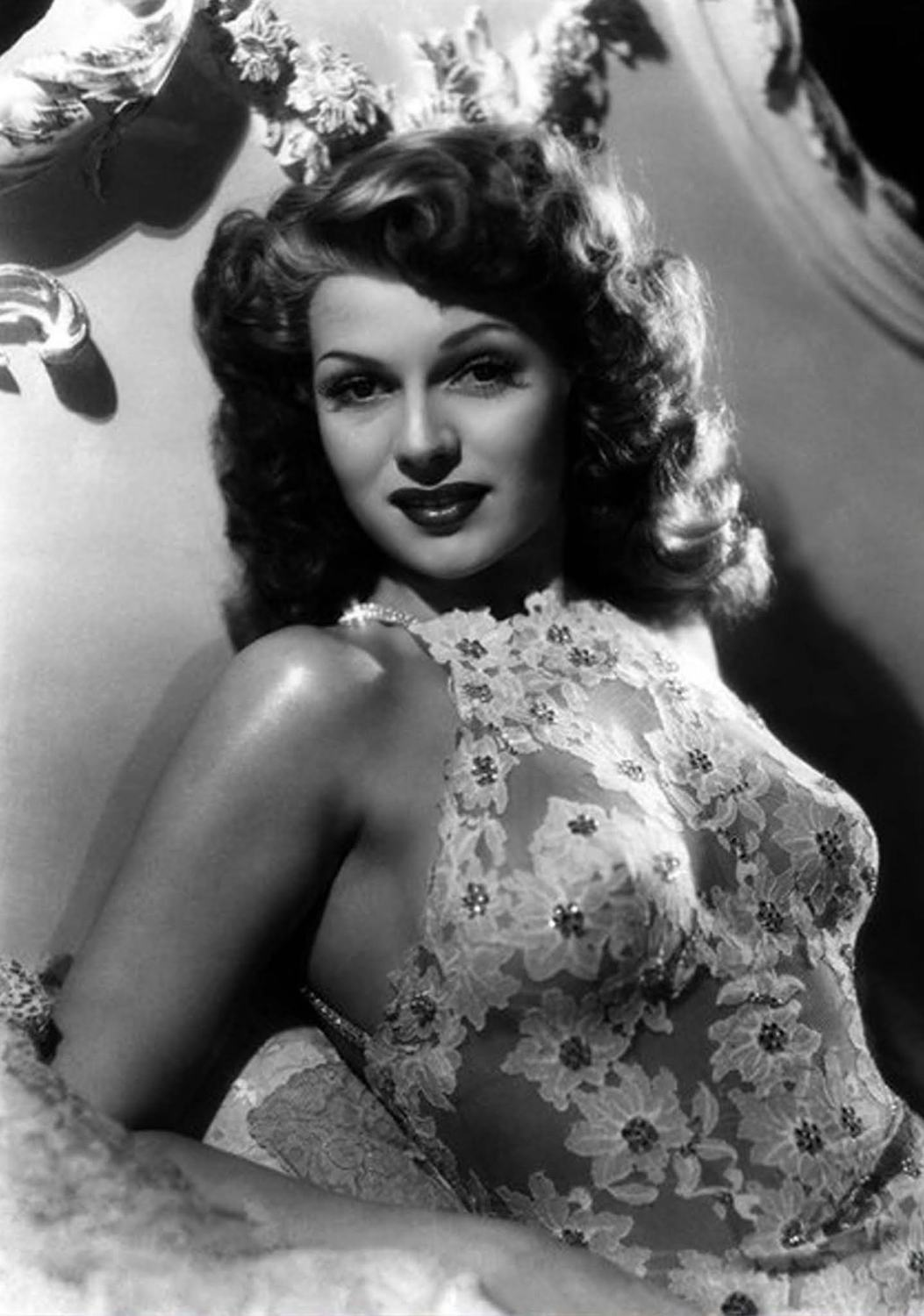 9 Legendary Pin-up Girls Who Became Household Names
