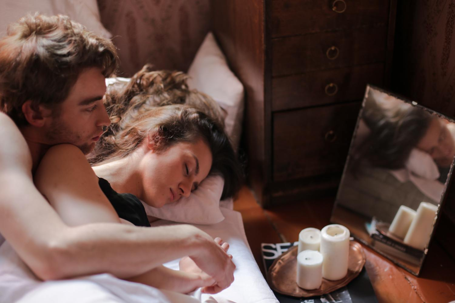 4 Heartwarming Bedtime Stories For Your Girlfriend That Will Send Her To Sleep Smiling