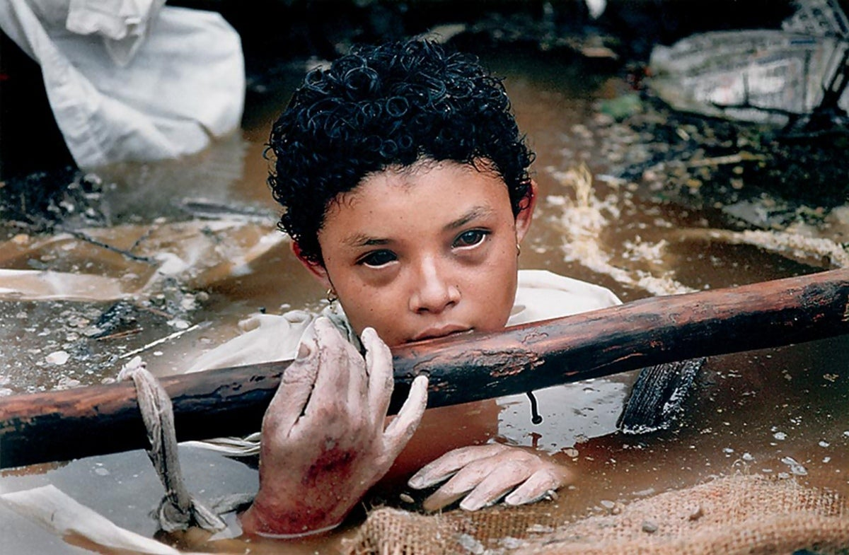 Omayra Sánchez Was Trapped In A Mudflow When A Photographer Captured Her Last Moments