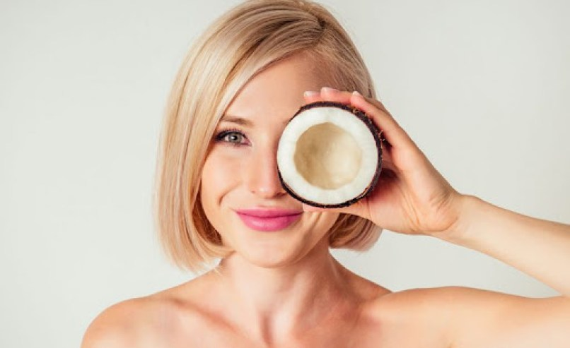 Coconut Oil On Eyelashes – Is It Harmful Or Helpful?