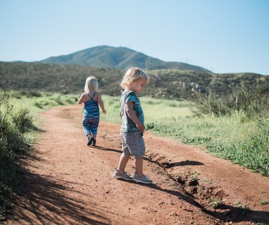 TODDLER TIPS | HIKING WITH TODDLERS BY BRANDI OF THOUGHTS BY B