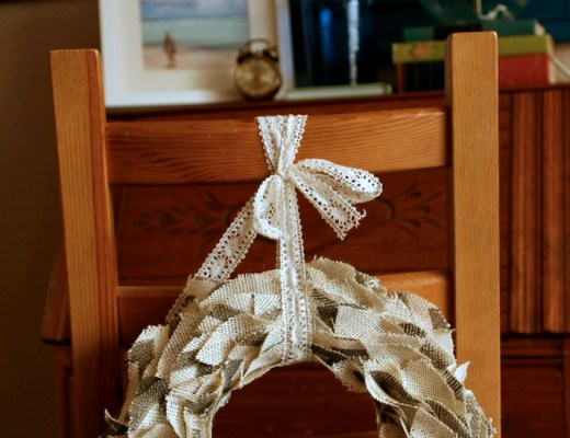 DIY Burlap Wreath // thoughtsbynatalie.com