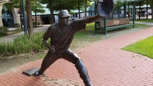 A statue honoring Jeff Bagwell
