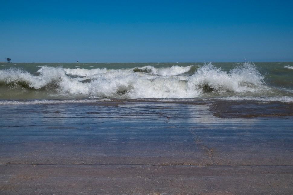Waves_lake_DSF2793