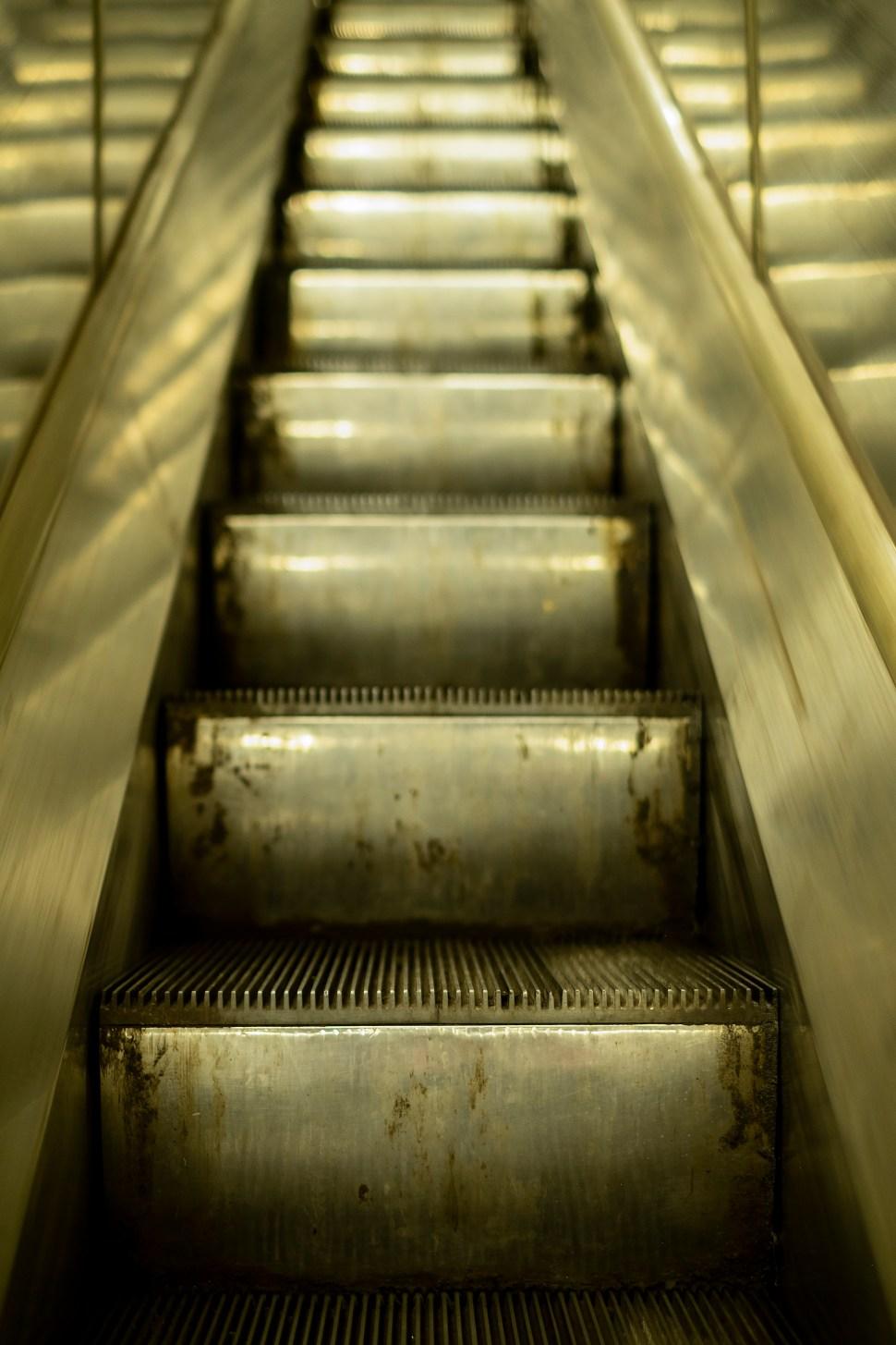escalatorUp_DSF0739