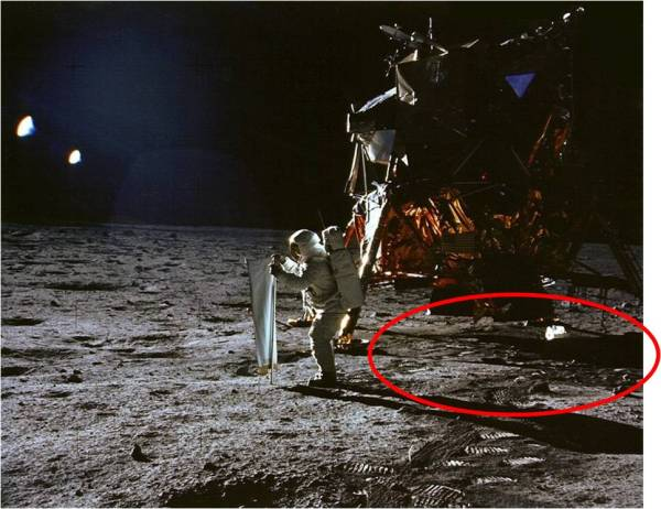 10 Reasons the Moon Landings Could Be a Hoax - Listverse
