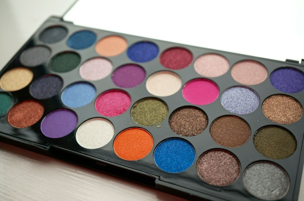 makeup-revolution-32-palette