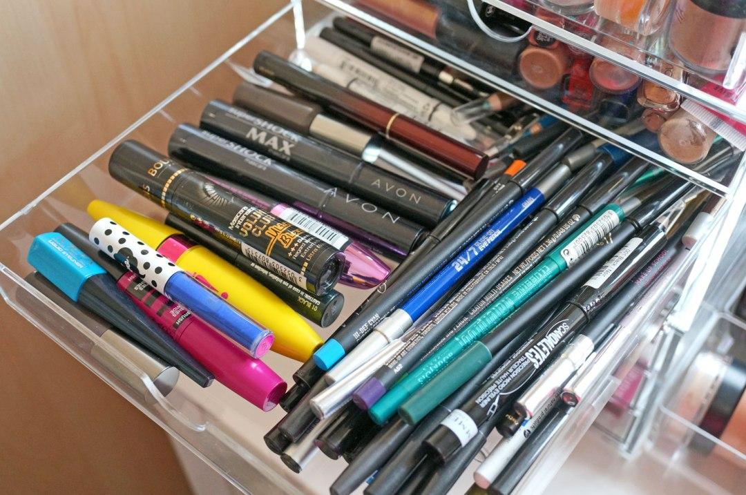 mascara-and-pencils