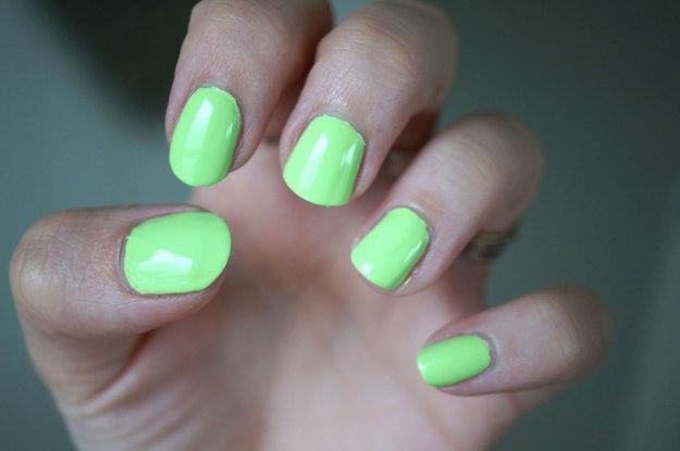 pastel-neon-green-nail-polish