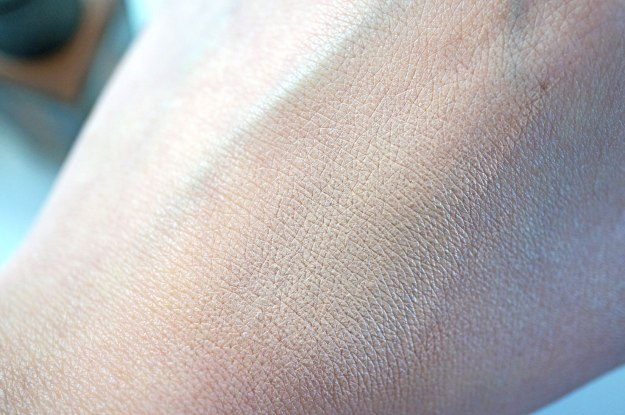 ysl-fusion-ink-foundation-swatch-br30