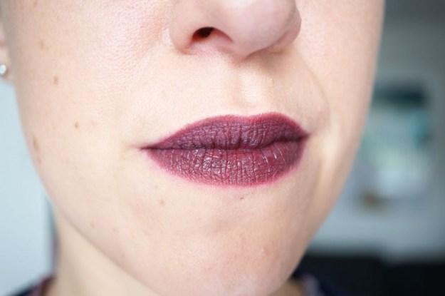 Makeup-Revolution-atomic-lipstick-make-me-tonight