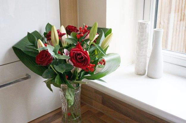 christmas-lily-and-rose-flowers
