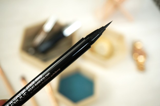 clinique-pretty-easy-eyeliner