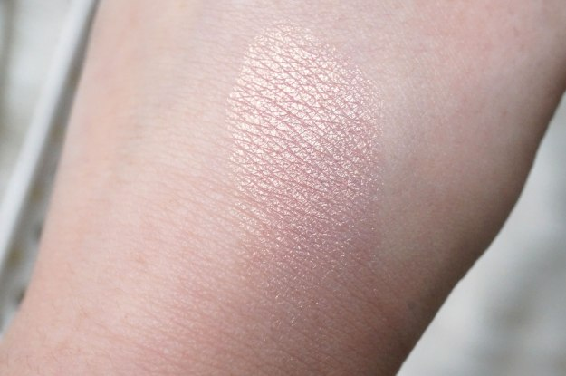 clinique-pop-artistry-lid-pop-swatch