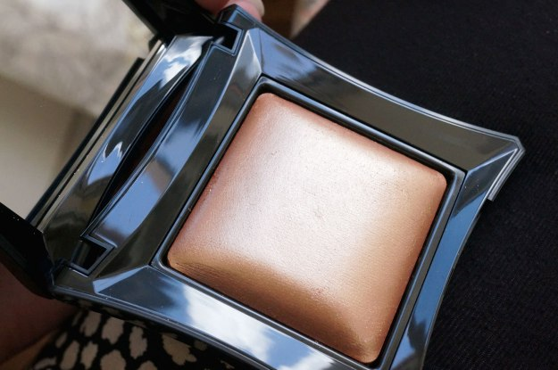 illamasqua-beyond-powder-epic-in-sunlight