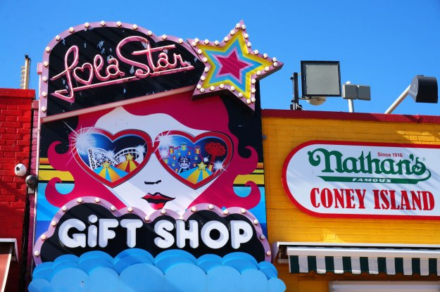 coney-island-lola-star-gift-shop