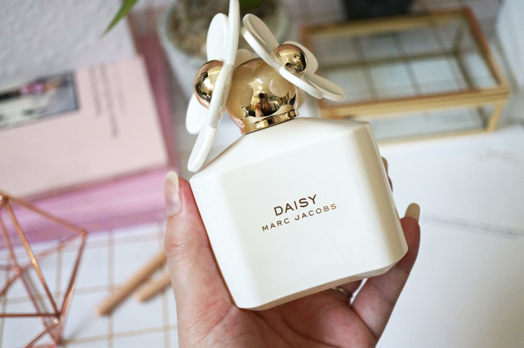 Marc-Jacobs-10th-Anniversary-Daisy-White-EDT