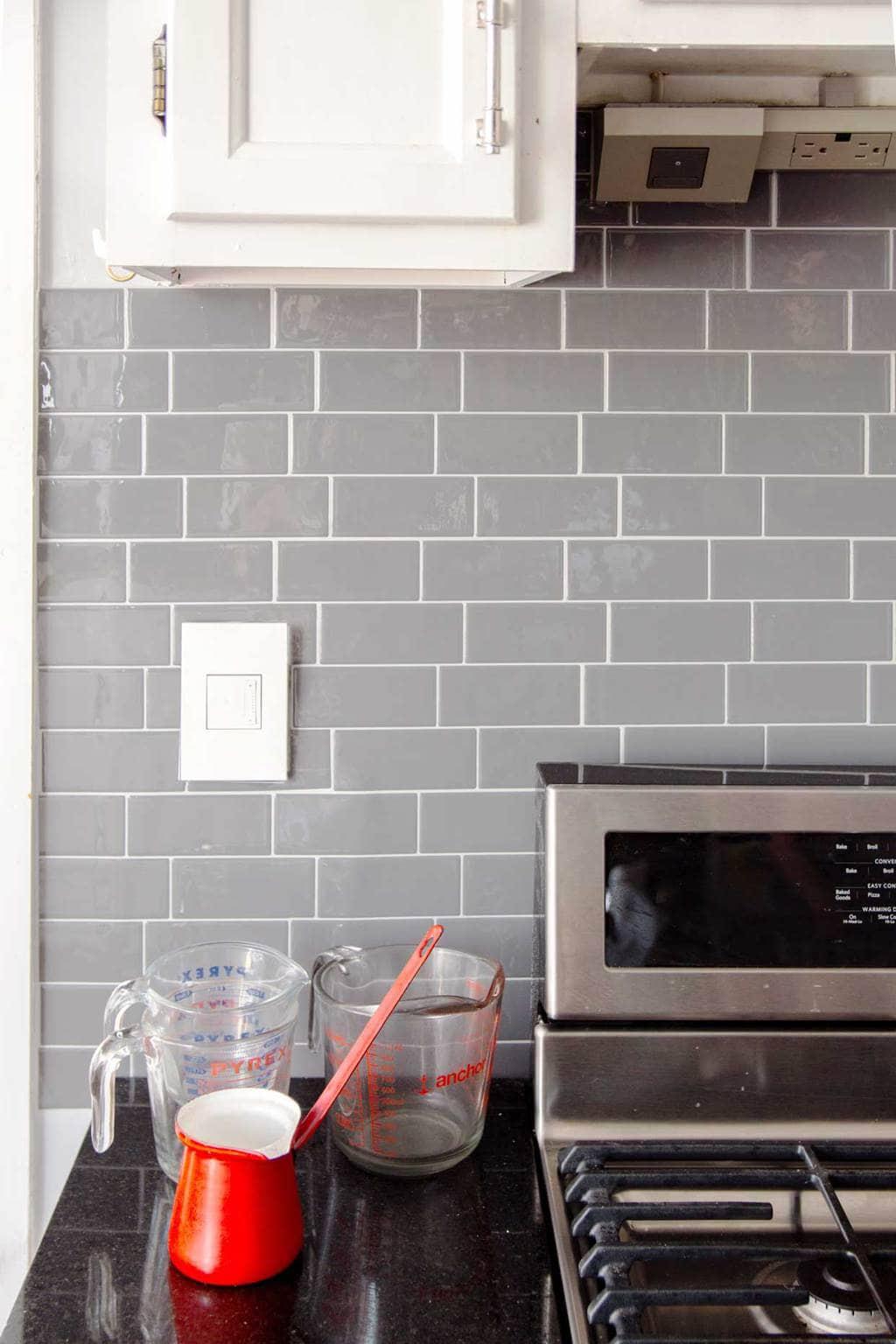 under cabinet kitchen lighting with