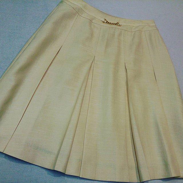 スカートのウエストを-4cmしました。一番小さいサイズを選んでも、ウエストが大きいと感じるときはウエストを詰めるとぴったりしますよ。#洋服のリフォーム #スレッド名古屋 #名古屋 #栄 #ファッション #スカート #laissepasse from Instagram